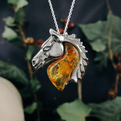 amber-horse-pendant