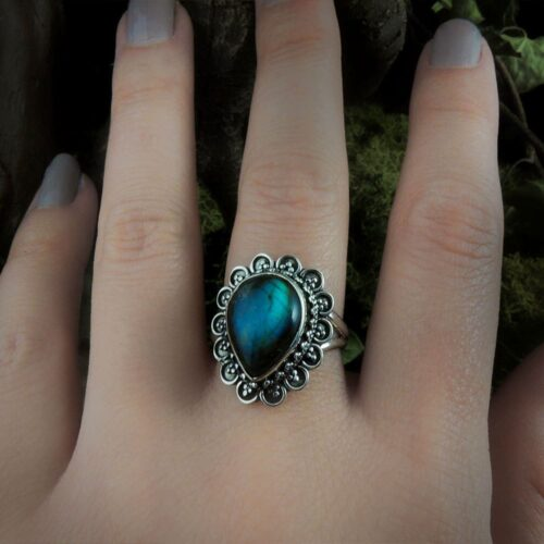 labradorite-tear-drop-silver-ring